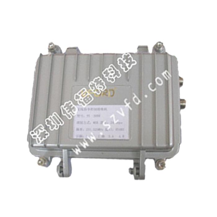 产品型号: VS-300R/T无线指令传输设备(485云台指令控制系统) 温馨提示:指令控制设备可以一对多 产品介绍: VS-300T无线指令发射机、VS-300R无线指令接收机配套使用,VS-1800系列微波图像传输使用,用于公安、武警、部队、边防、小区、城市交通、高速公路、森林防火、金融、银行、企业、油田等各种远程无线监控系统的云台镜头遥控。 在中心点用VS-300T发射机来发射由控制键盘发出的控制指令;在控制现场由VS-300R无线指令接收机来接收控制指令,然后输出指令通过RS485总线接到多个解码